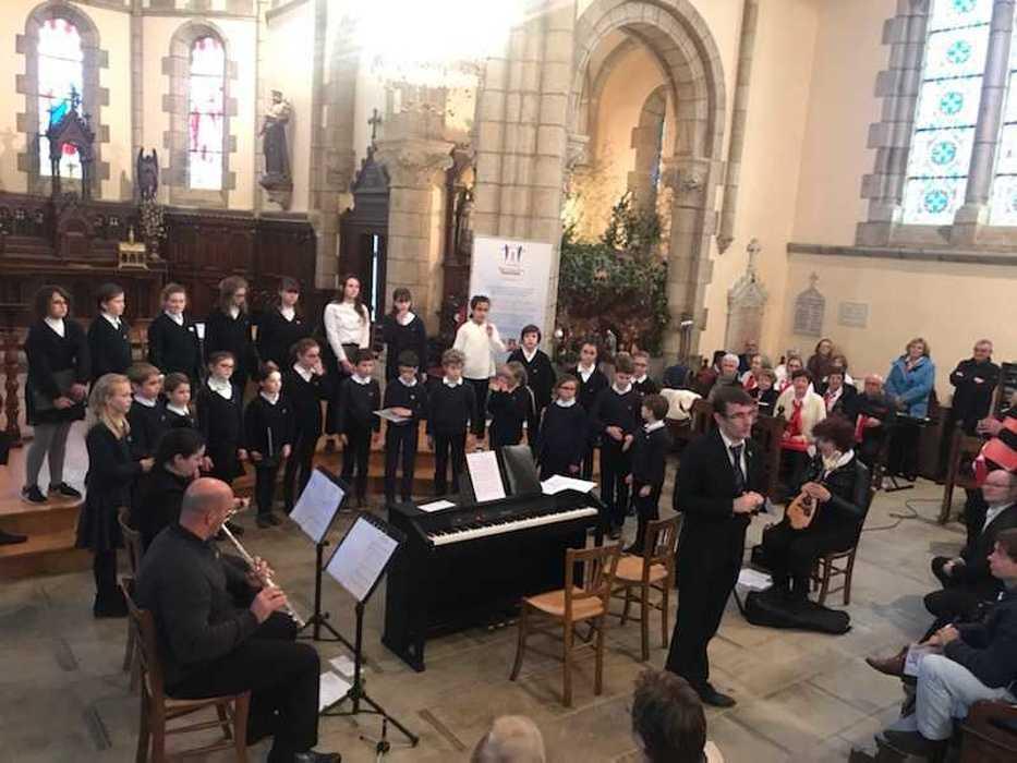Messe à l''église Saint Pierre - Pommeret (22) 8183105726722267128613855118833824003784704n