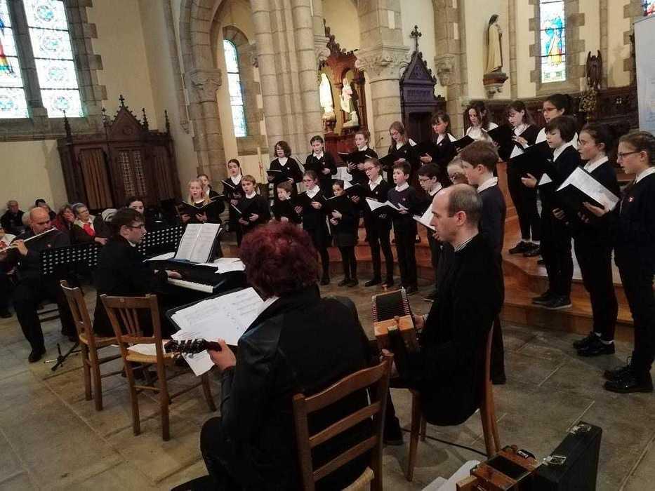 Messe à l''église Saint Pierre - Pommeret (22) 8254379126722264428614126868210802944376832o