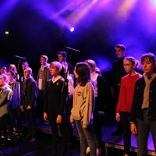 Les Petits Chanteurs font leur show au Festival de la Jeunesse à Plédran.