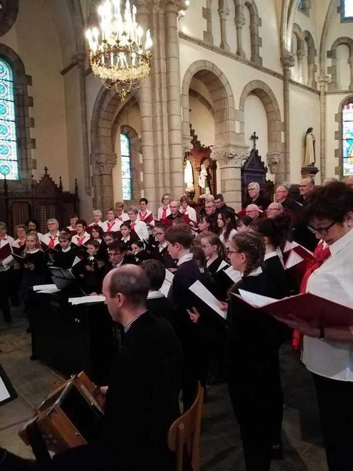 La pré-maîtrise a chanté avec la Chorale des Embruns à Pommeret c2