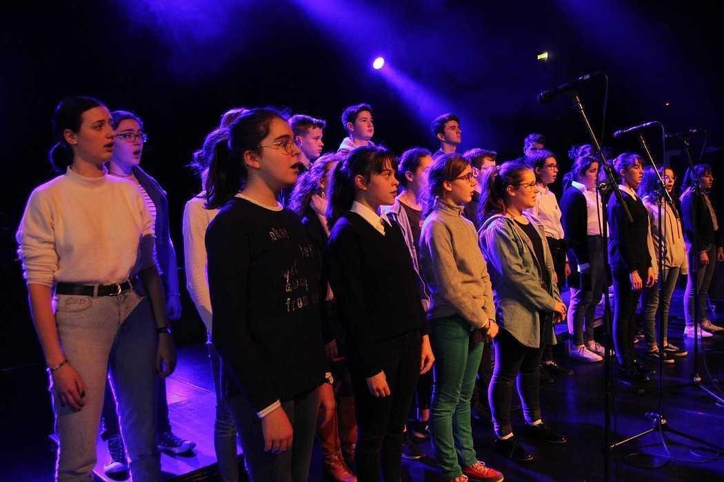 Les Petits Chanteurs font leur show au Festival de la Jeunesse à Plédran. m3