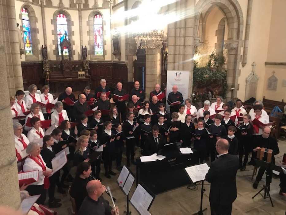 Messe à l''église Saint Pierre - Pommeret (22) 0